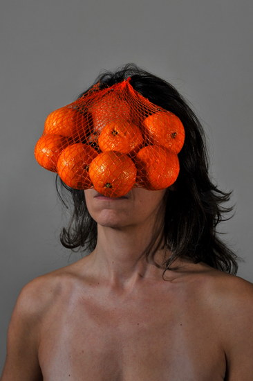 emanuela franchini photography, Oranges, self portrait with food on face